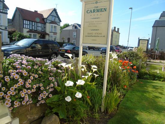 The Carmen : Beauitfully kept front garden