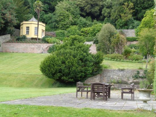 Clevedon Court: Garden