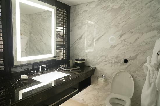 Fairmont Singapore: Bathroom Of Fairmont Premier Room
