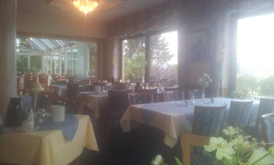 Hotel Restaurant Berghof: Ресторан с видом на тишину и спокойствие.