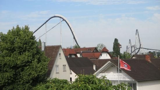Hotel Gasthof Altes Rathaus: Blick auf den Europapark vom Zimmer