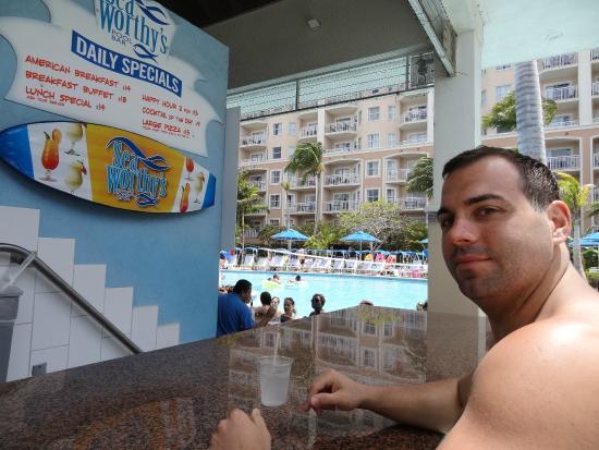 Marriott Surf Club Captain's Galley: Swim up to Seaworthy's!