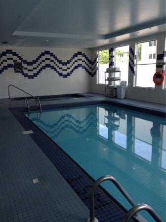 Sandman Hotel & Suites Regina: Pool and hot tub