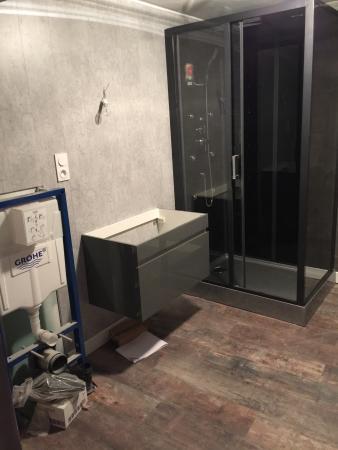 Salle de bain chambre grise 1 picture of le night - Salle de bains grise ...