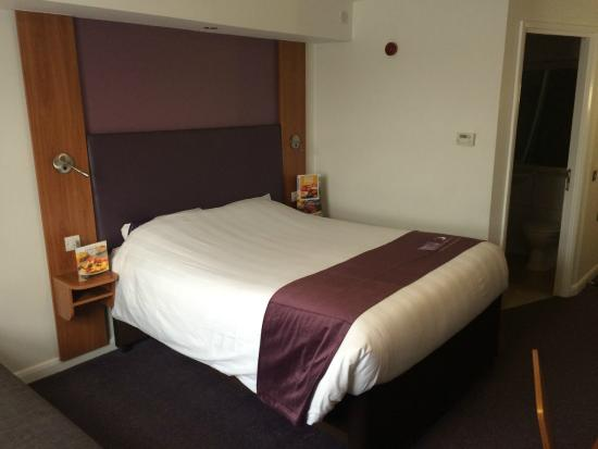 Premier Inn Livingston (M8, Jct3) Hotel: Room 72.