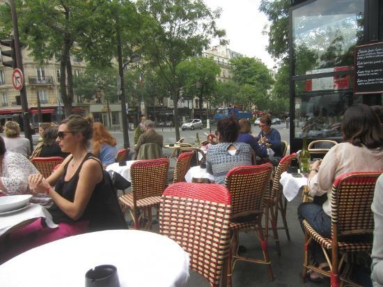 la terrasse sur l 39 avenue des gobelins photo de l 39 entracte des gobelins paris tripadvisor. Black Bedroom Furniture Sets. Home Design Ideas