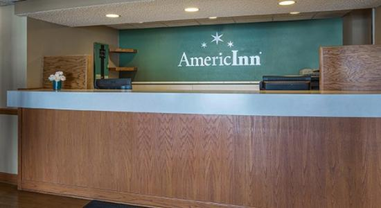 AmericInn Lodge & Suites Hutchinson: Front Desk