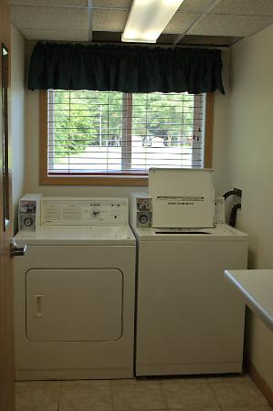America's Best Inn Annandale: Laundry Facility