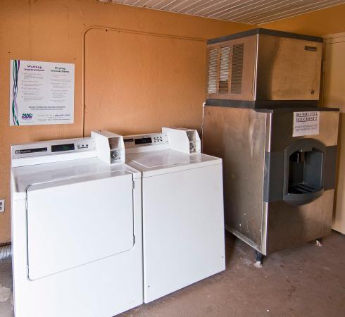 Americas Best Value Inn & Suites: Laundry