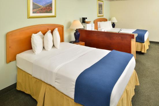 Americas Best Value Inn & Suites- Three Rivers : Two Double Bed Efficiency