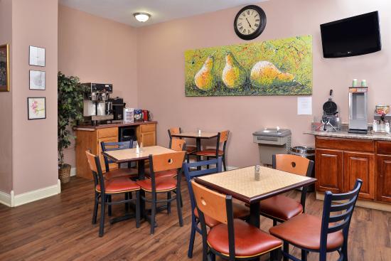 Americas Best Value Inn & Suites- Three Rivers : Breakfast Area