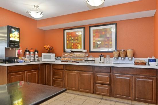 Americas Best Value Sandman Inn : Breakfast Area
