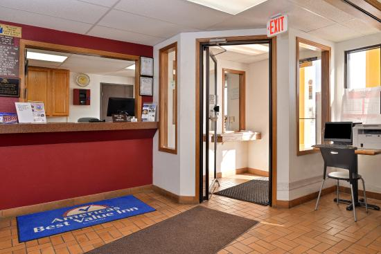 Americas Best Value Inn : Lobby