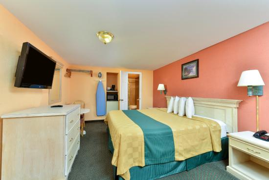 Americas Best Value Inn - Corpus Christi / Port Aransas: One King Bed Guest Room