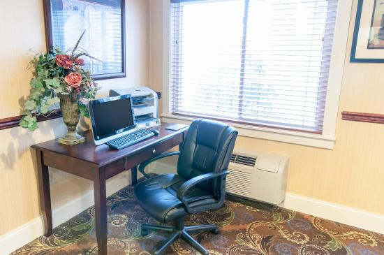 Comfort Inn Amish Country: Business Center