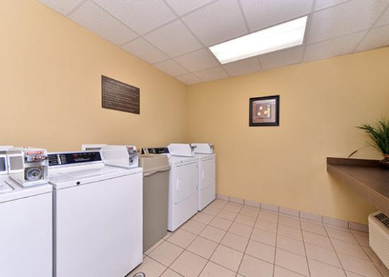 Quality Inn: Laundry