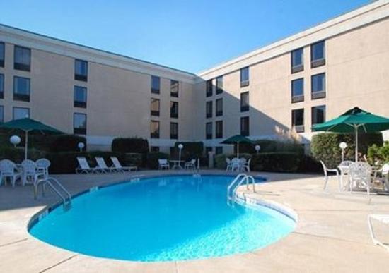 Comfort Inn University: Pool