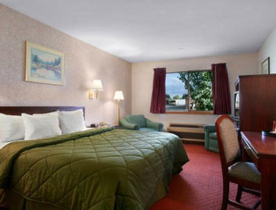 GuestHouse Inn & Suites Wilsonville: King