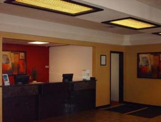 GuestHouse Inn & Suites Wilsonville: Lobby
