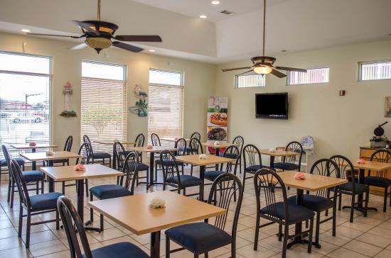 Quality Inn N.A.S. - Corry : Breakfast