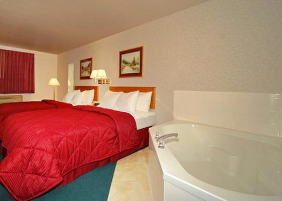 Americas Best Value Inn - Snowflake: Two Queen Beds Jacuzzi Suite