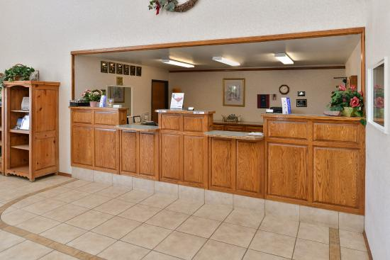 Americas Best Value Inn - Snowflake: Front Desk