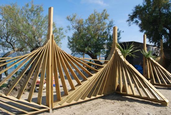 brise vue sculptural photo de le 6 plage grimaud tripadvisor. Black Bedroom Furniture Sets. Home Design Ideas