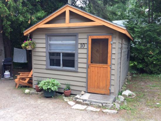 outside cabin 8 picture of peacock villa motel tobermory