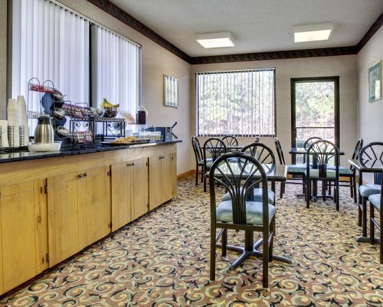 Econo Lodge Inn & Suites: MSBREAKFAST