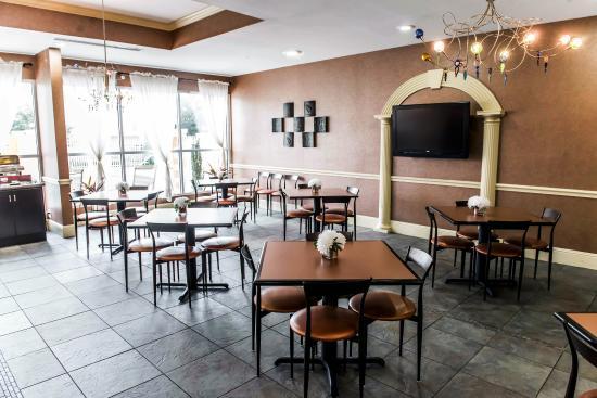 Comfort Inn & Suites Marianna: FLBkfast