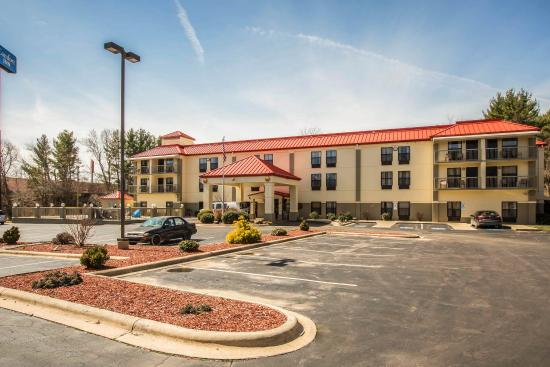 Comfort Inn Biltmore West : NCExterior