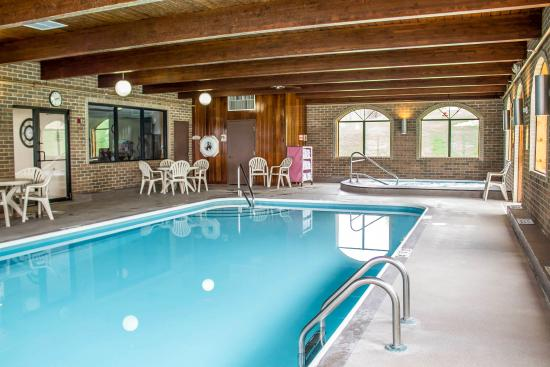 Comfort Inn Millersburg: Pool
