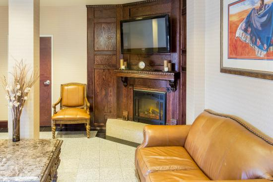 Econo Lodge Inn & Suites: OKLOBBY