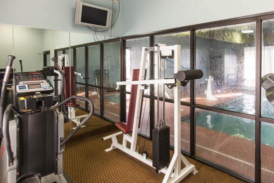 Econo Lodge Inn & Suites: OKFTNSS