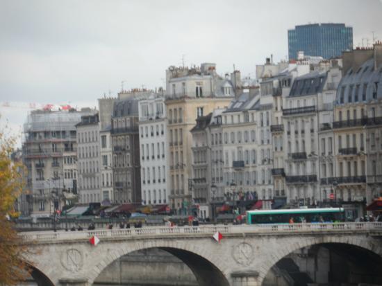 Παρίσι, Γαλλία: Vista de Paris sobre el rio