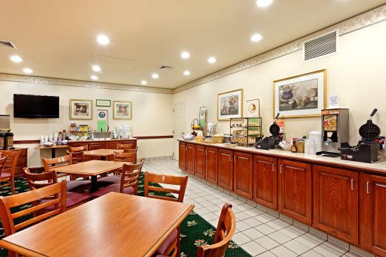 Centerstone Inn & Suites Mechanicsburg: CenterstoneInn&Suites BreakfastRoom