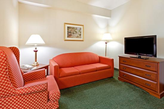 Centerstone Inn & Suites Mechanicsburg: CenterstoneInn&Suites  Suite