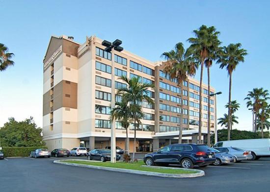 Fort Lauderdale Airport / Cruise Port Inn : exterior