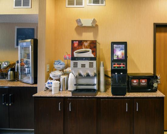 Comfort Suites DFW Airport: TXBREAKFAST