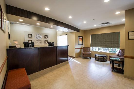 Comfort Suites: Fl Lobby