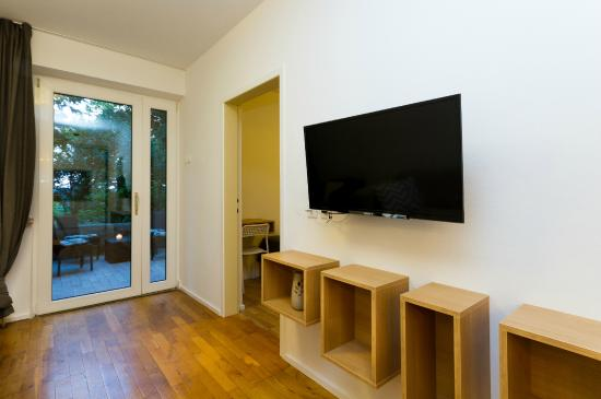Forgotten Garden: Renovated two bedroom apartment with terrace