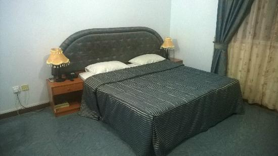Golden Oasis Hotel : Room 602, King size bed