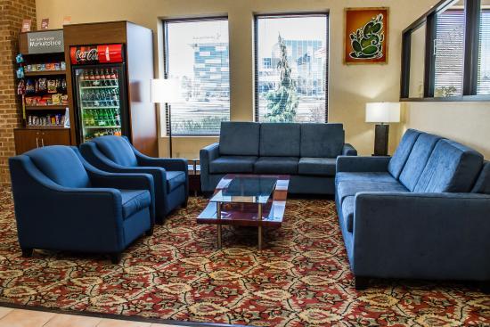 Comfort Suites: Interior