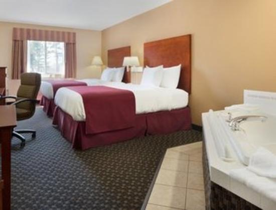 Days Inn Imlay City : Two Queen Bed Whirlpool Suite