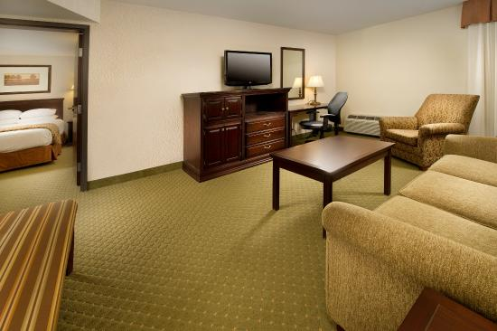 Drury Inn & Suites Westport-St. Louis: Suite