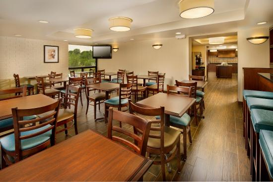 Drury Inn & Suites Kansas City Stadium: Dining Area