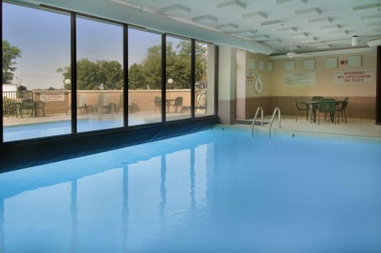 Pear Tree Inn Sikeston: Indoor/Outdoor Pool & Whirlpool