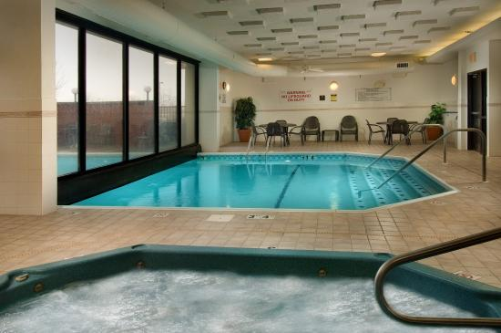 Drury Inn & Suites St. Louis Fairview Heights: Indoor/Outdoor Pool & Whirlpool