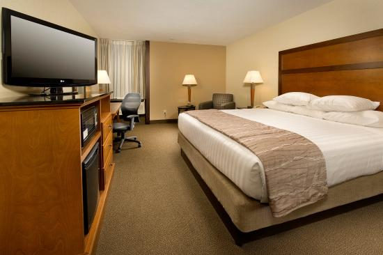 Drury Inn & Suites Springfield: King Deluxe Room