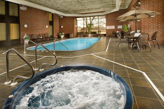 Drury Inn & Suites Springfield: Indoor Pool & Whirlpool